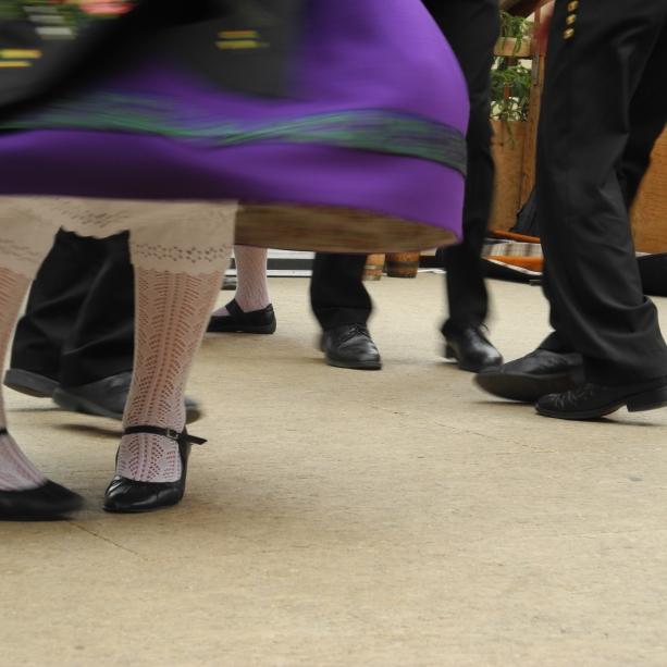 Wer Sepp mit dem Liesel tanzt ... Z.B. in Mittelbergheim, mit Blasmusik