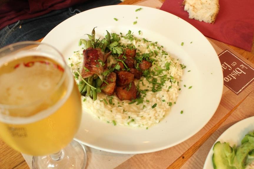 Zum Mittag: Bier, Speck, Reis
