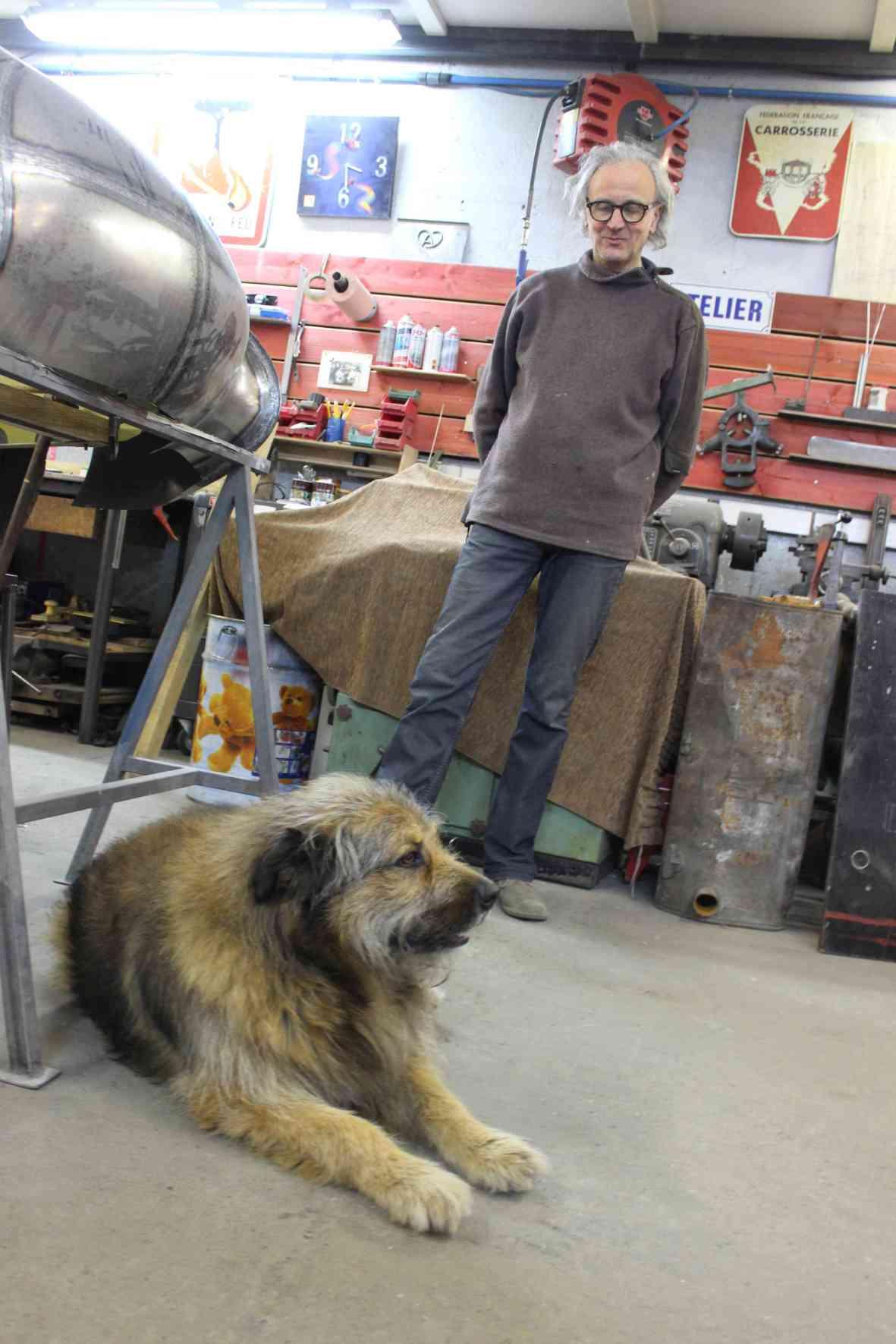 Definitiv auf den Hund gekommen: Karosseriebauer Hubert Haberbusch liebt seinen Diego