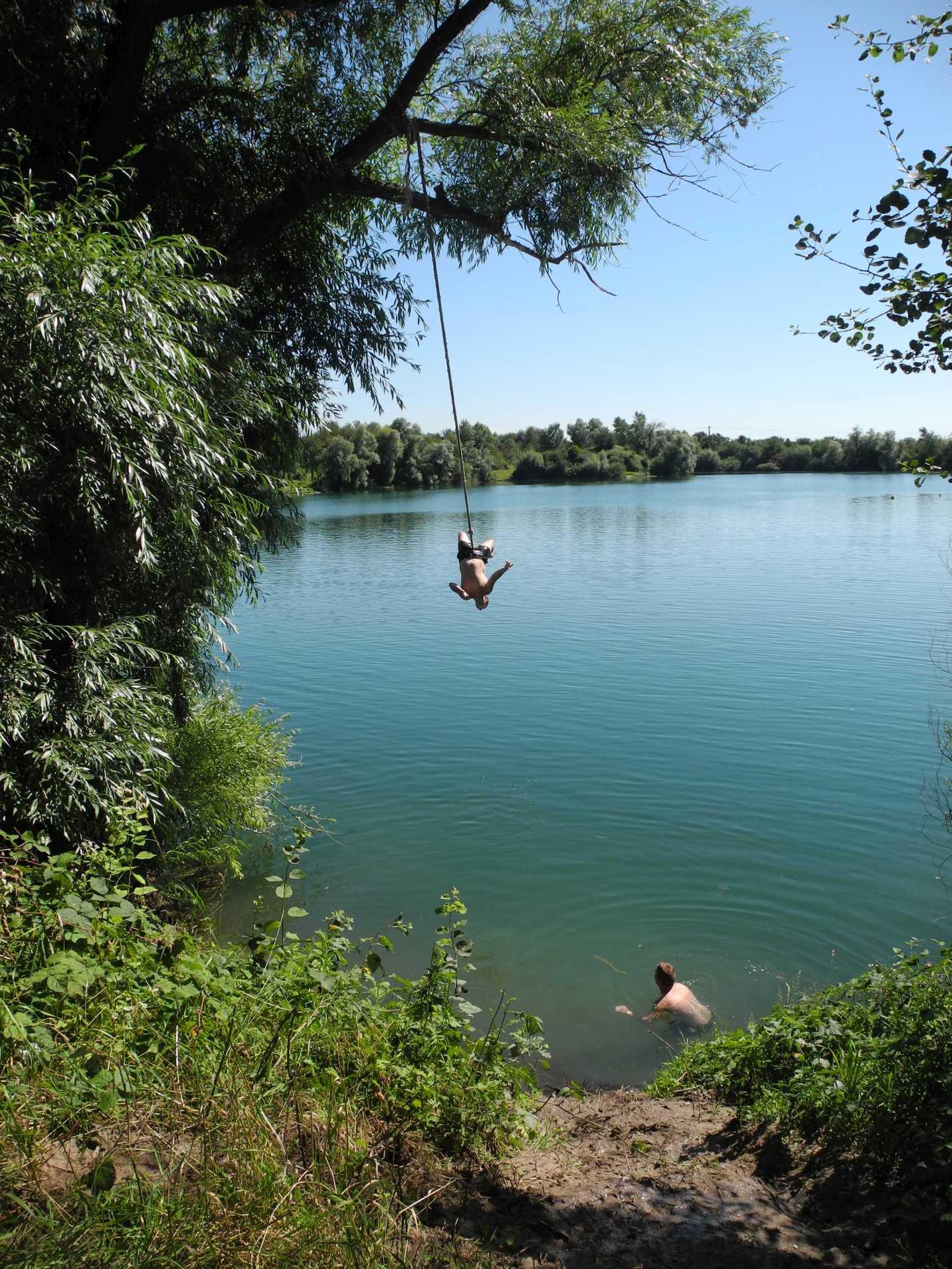 ... und einen Augenblick später kopfüber in den See