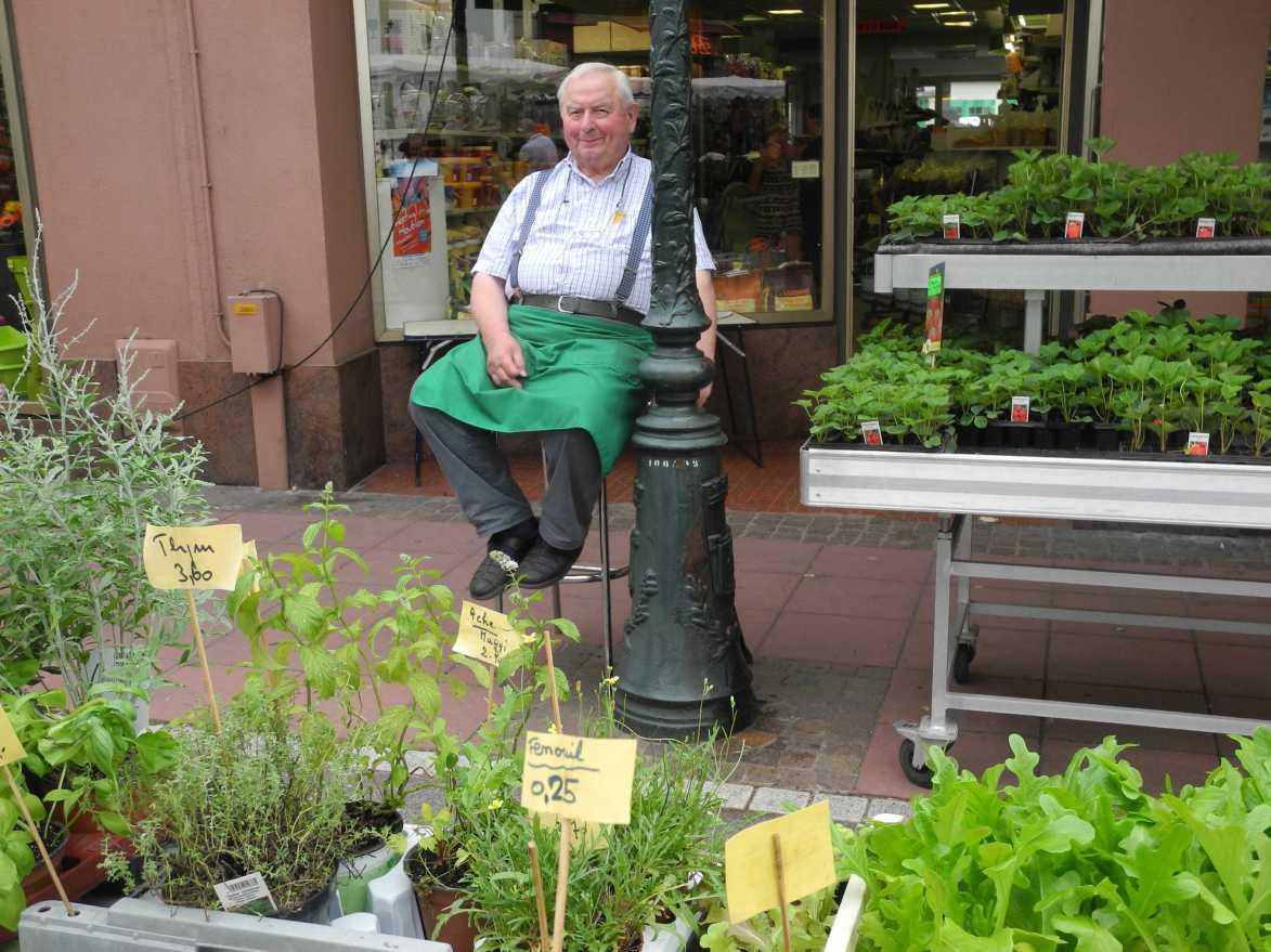 Joseph Schletzer vor seinem Laden