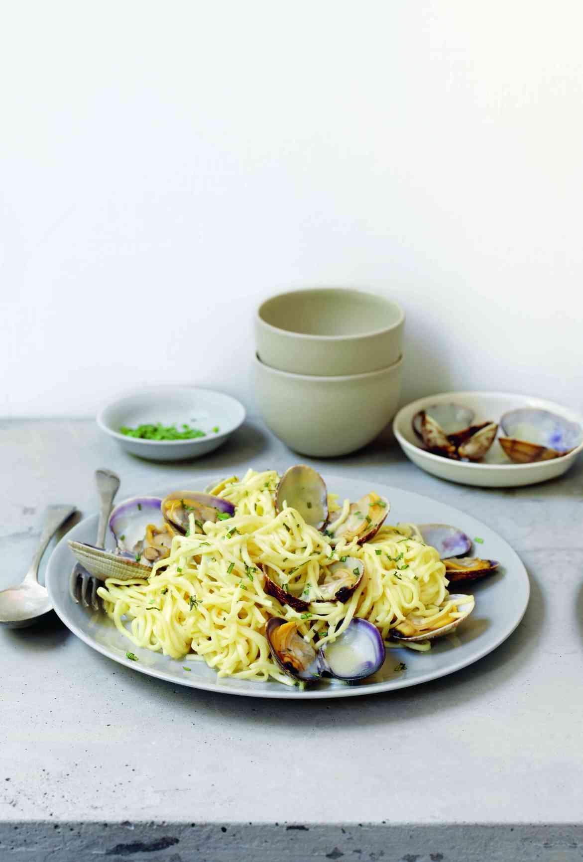 Spaghetti mit Venusmuscheln, Fotografie © Deirdre Rooney, AT Verlag / www.at-verlag.ch