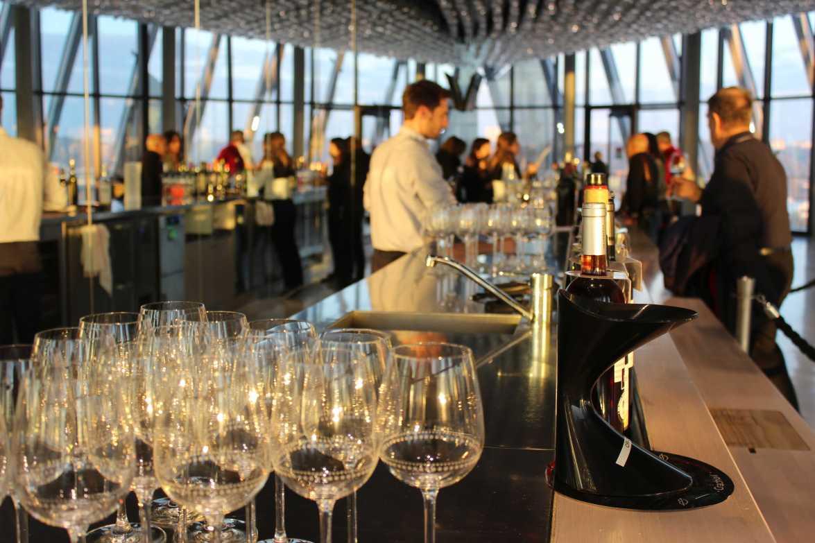 Happy End. Ein Glas Wein im achten Stock (Foto: pc)